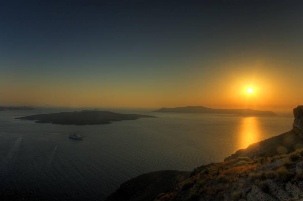 sunset skaros rock