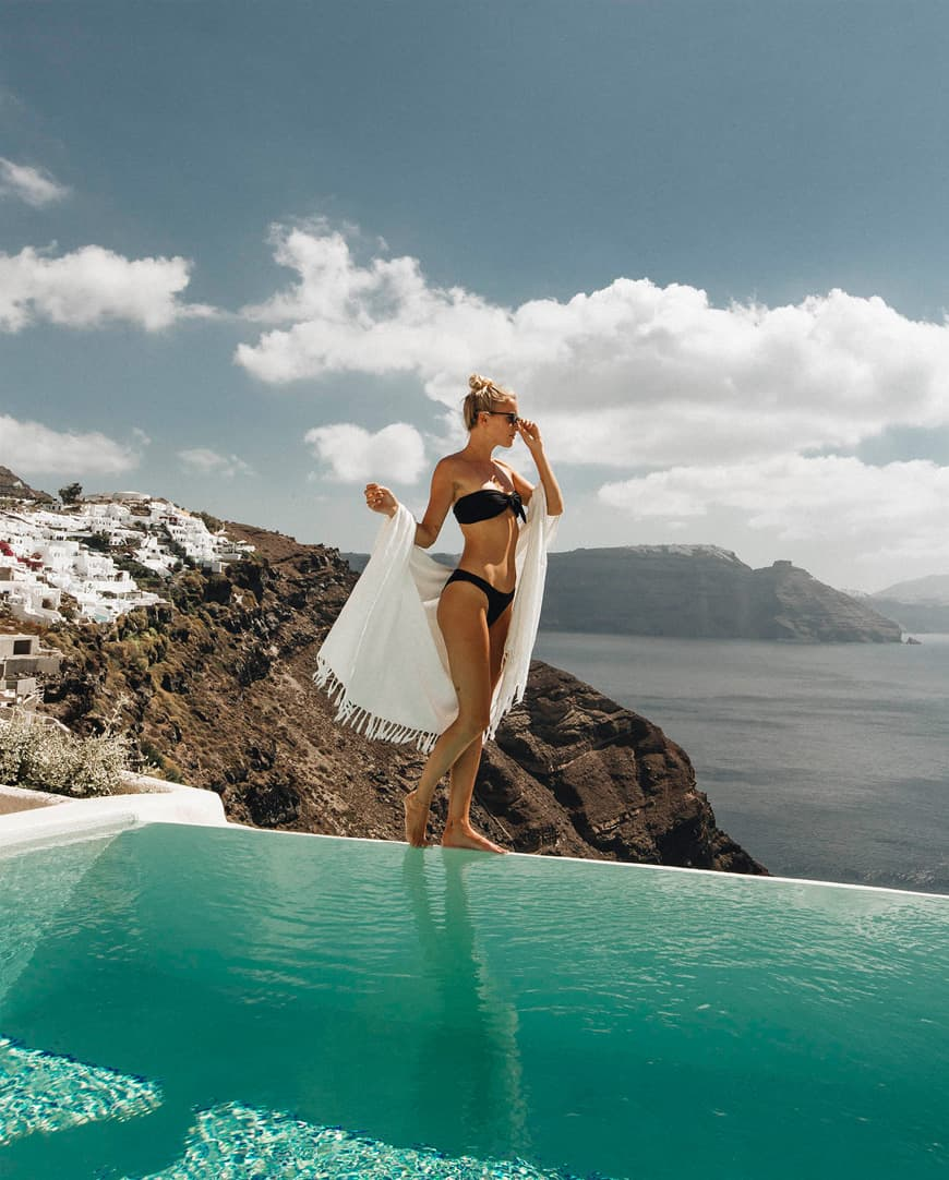 Lifetime moments in Mystique's private infinity pools in Santorini